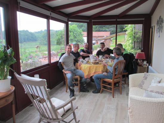 Petit dejeuner dans la veranda 1